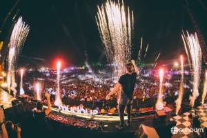 The Goa Sunburn 2015 is a blast to behold this year