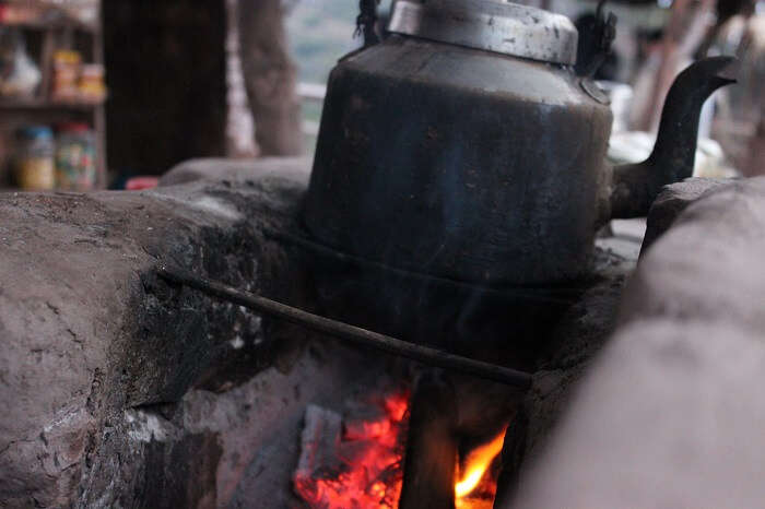 Tea being brewed on a mitti ka chulha