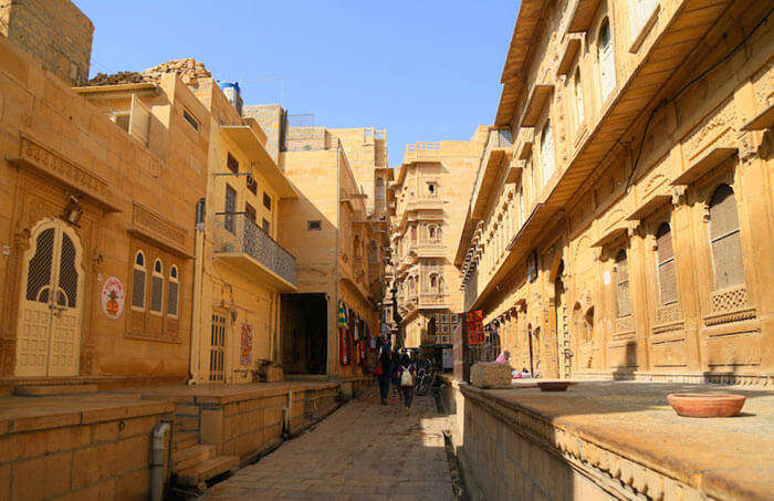 A road trip in the gorgeous golden city of Jaisalmer
