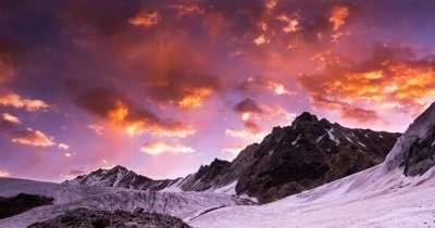 A mesemerising Sunset in the Himalayas in Uttarakhand