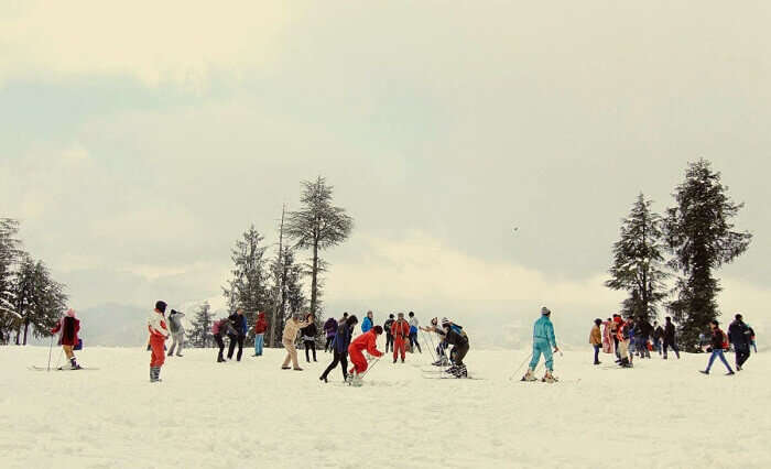 People try winter sports at Kufri