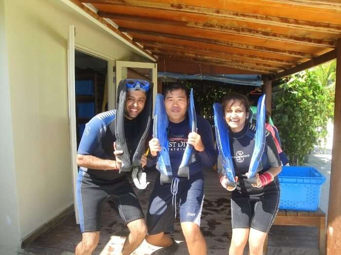 Kushagra and Tanu with the scuba diving trainer - Roy