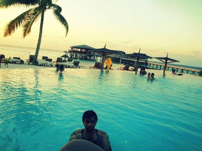 Waves Pool Bar in Maldives
