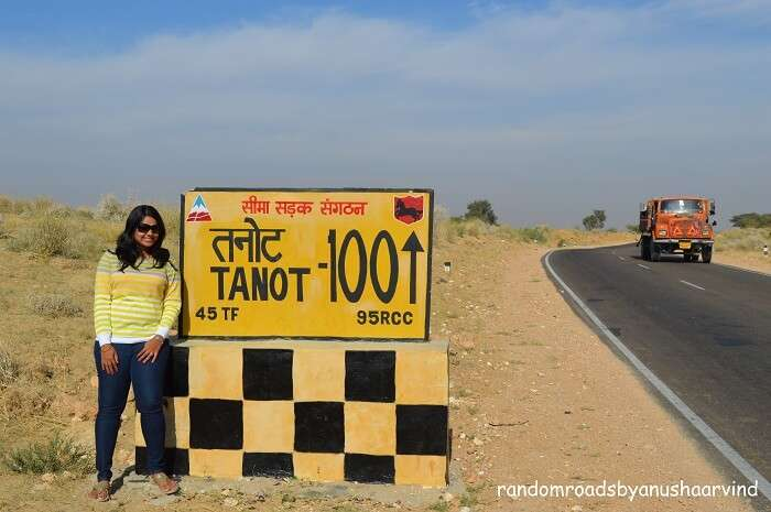 Anusha standing beside the pillar for Tanot Border