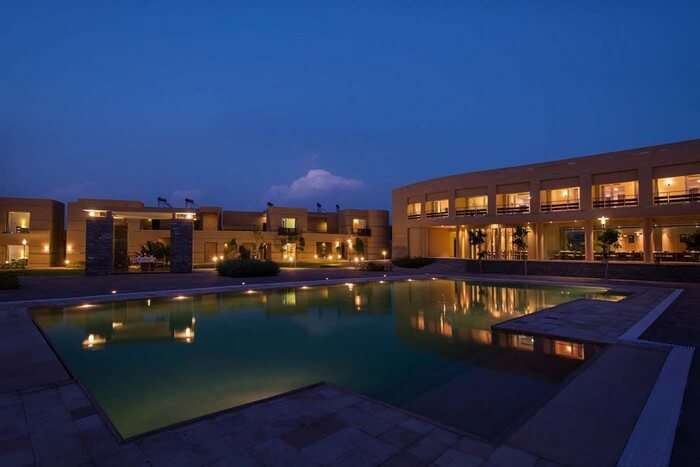 Pool and the rooms at Dera Masuda - a popular resort in Pushkar
