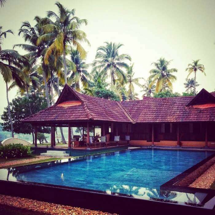 The private infinity pool og Vismaya Villa makes it among the best homestays in Kerala