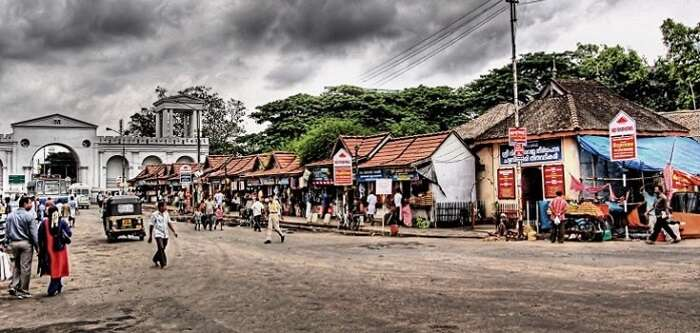 Shopping at Chalai Market is one of the popular things to do in Trivandrum