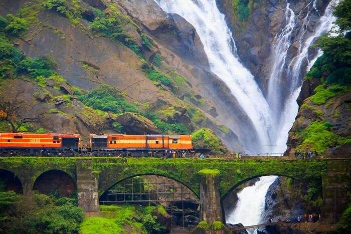 Dudhsagar_falls_with_train