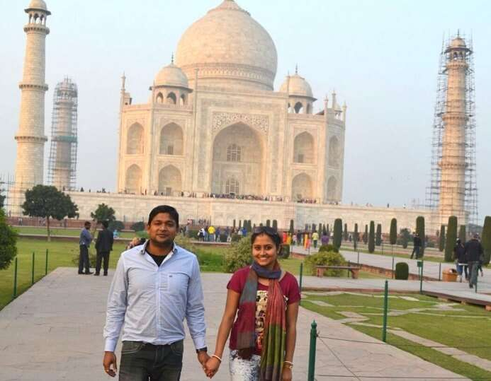Madhumita and her husband at Taj Mahal Agra