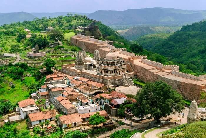 The grand Kumbhalgarh fort has its walla spread over 30 kilometers