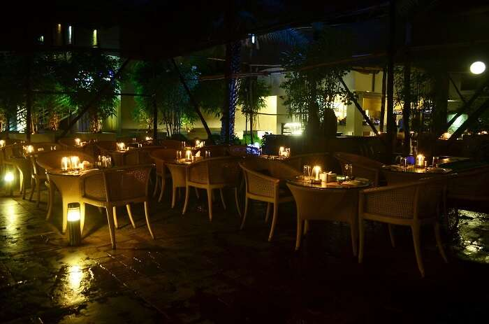 The astronomical lights and cozy settings of Mezza9 make it of the best places in Pune for couples