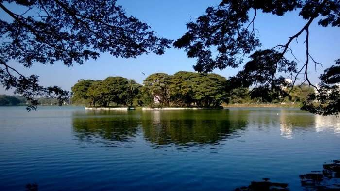 An island sitting in the center of the Ulsoor Lake near Bangalore