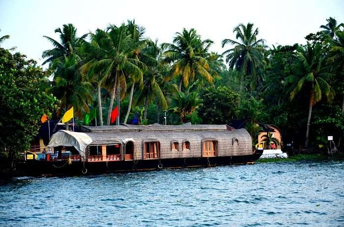 Vembanad Lake is one of most popular tourist places in Kumarakom