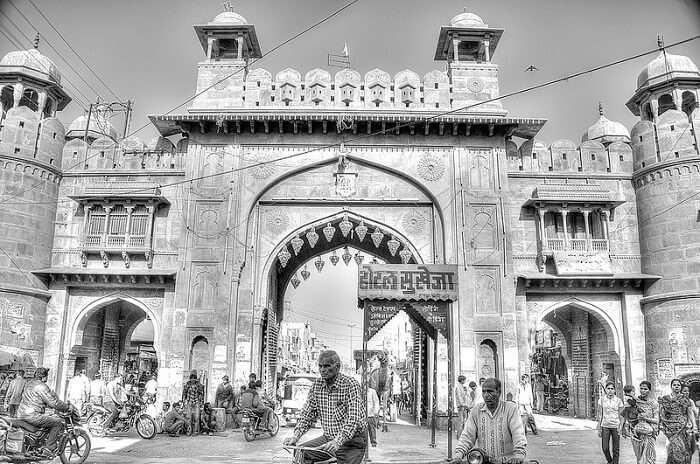 The tall Kote Gate that is also among the major shopping destinations in Bikaner