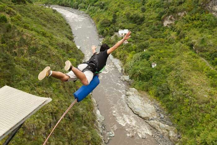 Lose yourself while bungee jumping in Rishikesh