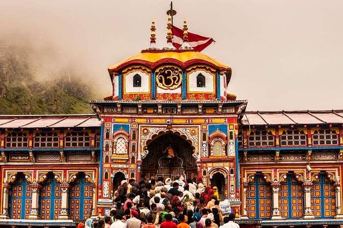 Pilgrims waiting for Darshan at Badrinath Temple