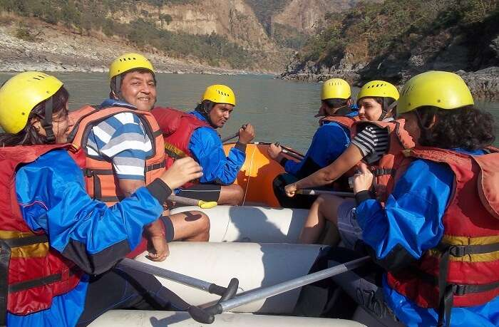 Adventure freaks try rafting at Tattapnai near Shimla