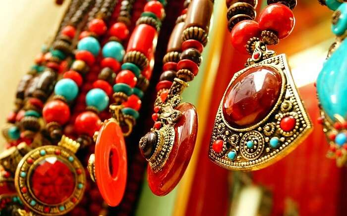 The street markets have ample shopping options that is one of the less popular things to do in Kumarakom