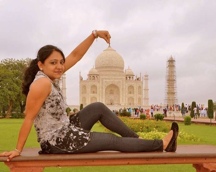 Vineets wife at Taj Mahal
