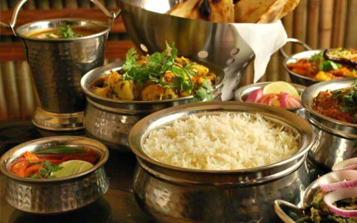Enjoy toothsome local cuisines of Lansdowne