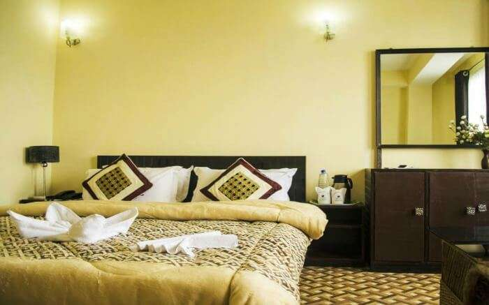 Get treated like royalty at the Hotel Retreat Lamaz Residency that caters to both business travelers as well as to tourists