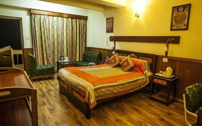 Enjoy the magnificent views of Mount Khangchendzonga, Rumtek and Gangtok Valley from the Hotel Sonam Delek in Gangtok