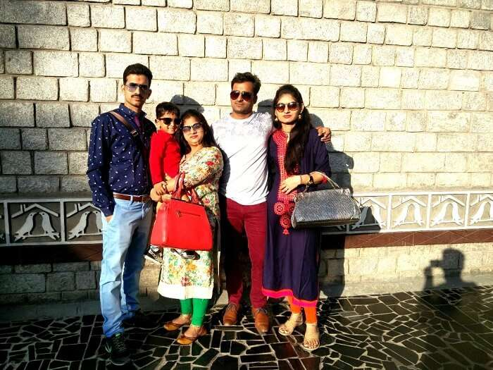 Sachin and his family click a photo in Manali