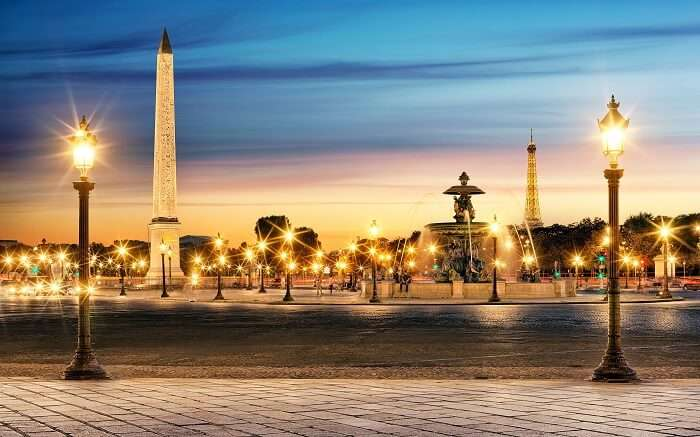 Shimmering lighting at the Palace de la Concorde in Paris during twilight
