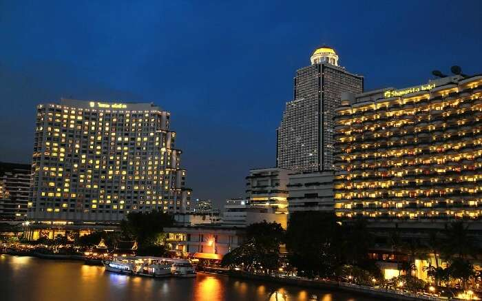 Shangri La hotel is one of the leading luxury hotels in Bangkok