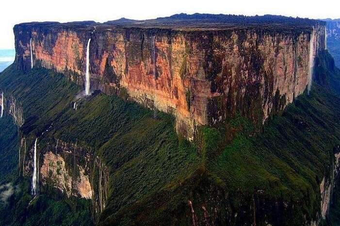 The triangular table top at Mt Roraima
