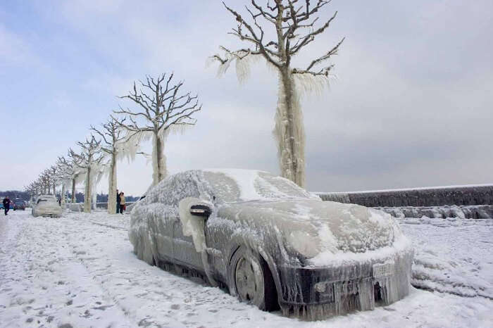 Frozen cars on snow-covered streets of Oymyakon in winters