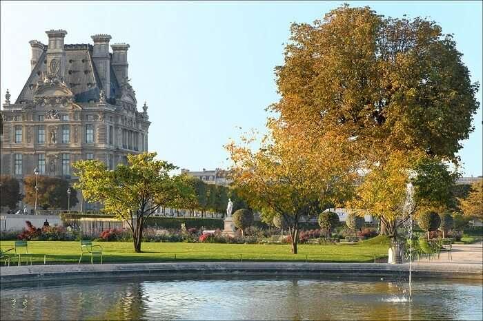 Je jardin des Tuileries et le pavillon de Flore (Paris)