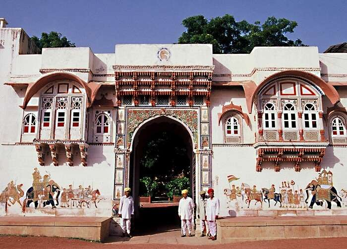 The entrance of the Rohetgarh Hotel that is one of luxury hotels in Jodhpur
