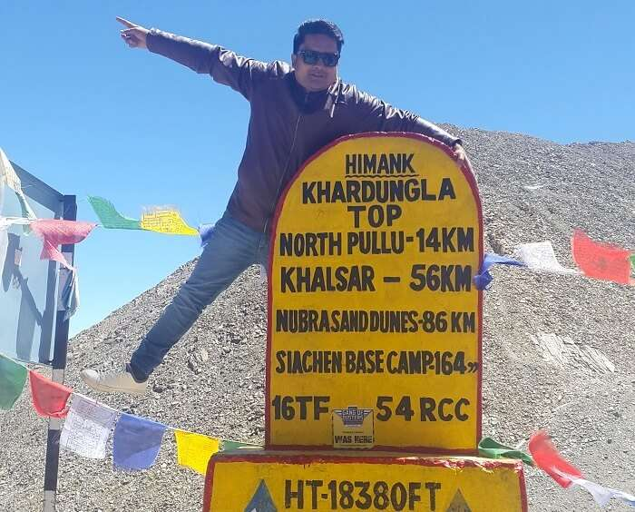 Vishal on top of a pillar in Khardungla Pass
