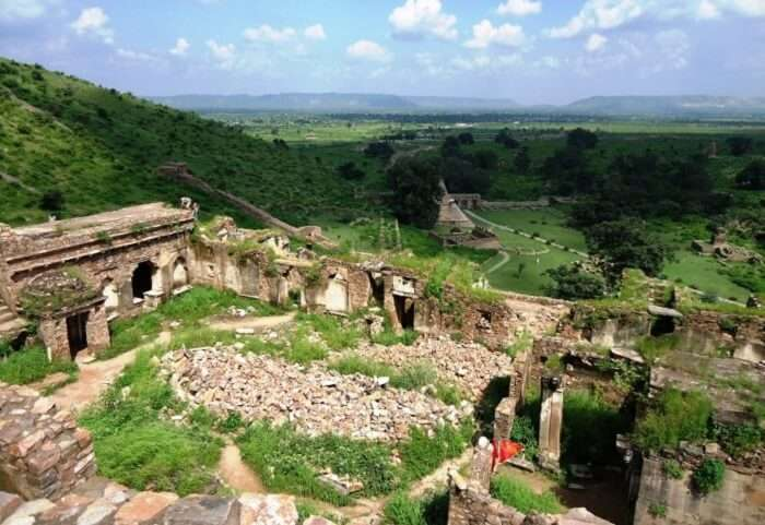 Ruins of Bhangarh Fort in Rajasthan - One of the most haunted places in Rajasthan