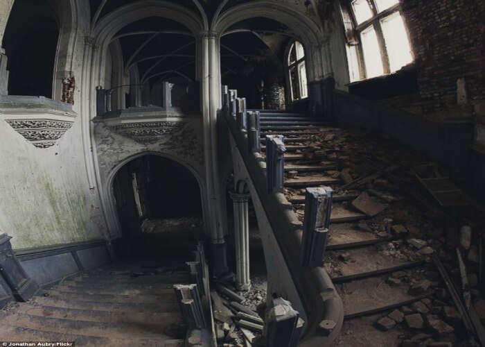 Broken stairway in Chateau