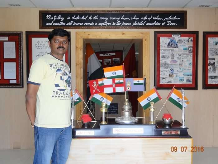 Satish and his friends paying homage to the martyrs