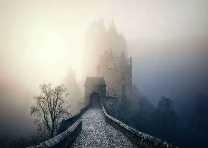 Mysterious path to the castle