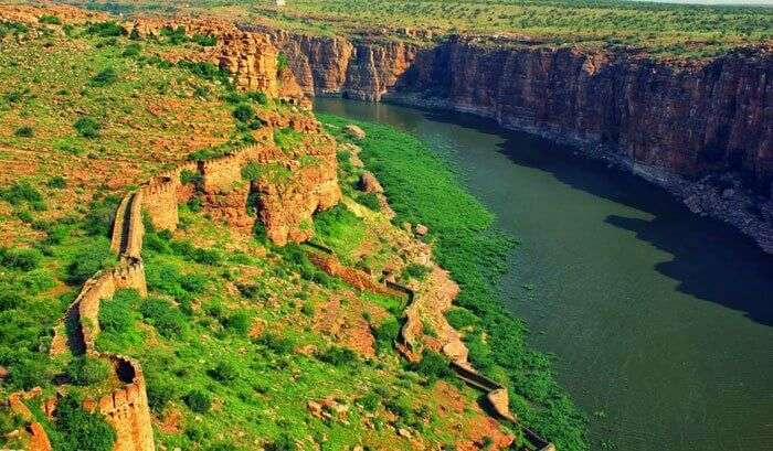 Wander through the ruins of Gandikota fort