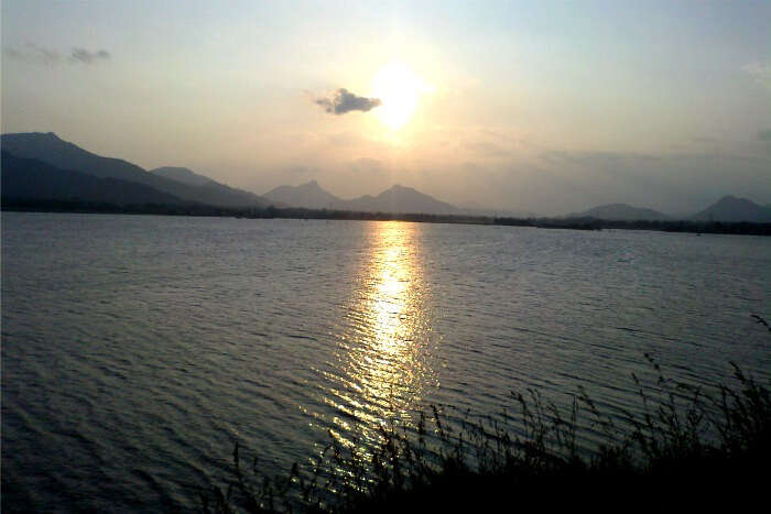 Enjoy the sunet from the banks of the soothing Rayalacheruvu Lake