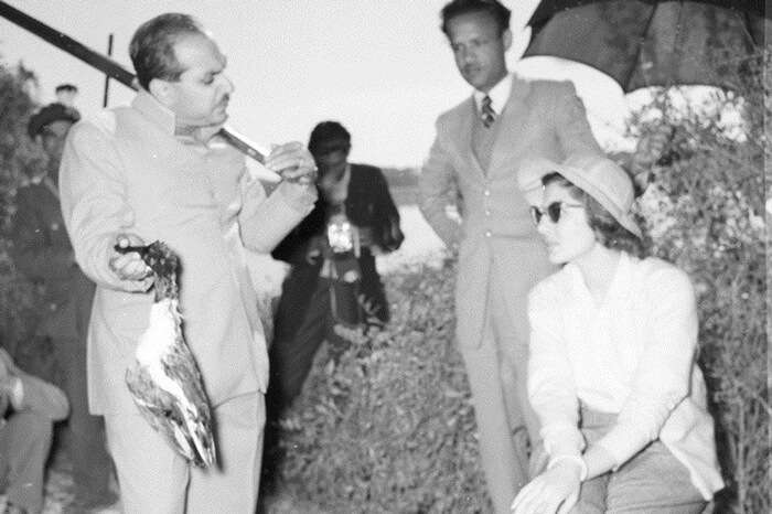 A 1956 archive photo of Maharaja of Bharatpur showing a duck to her Imperial Majesty the Queen after a hunting round
