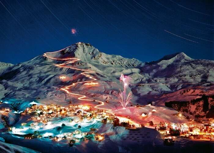 The lively town of Arosa bathed in festive fervor