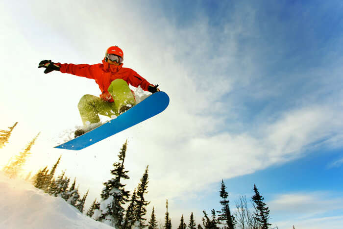 Feel the thrill of snowboarding in Manali