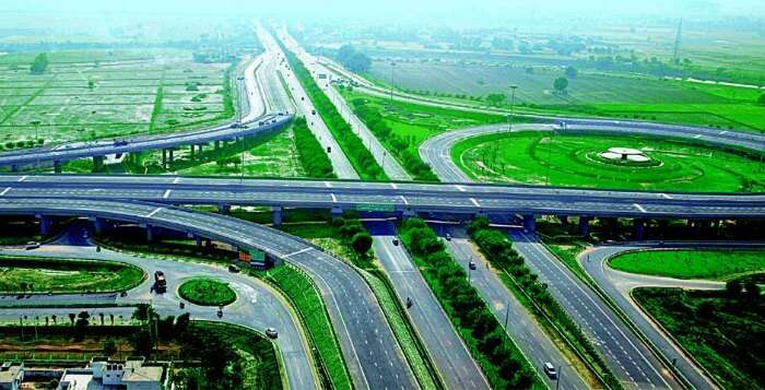 The newly built and smooth Yamuna Expressway is perfect for a road trip to Agra