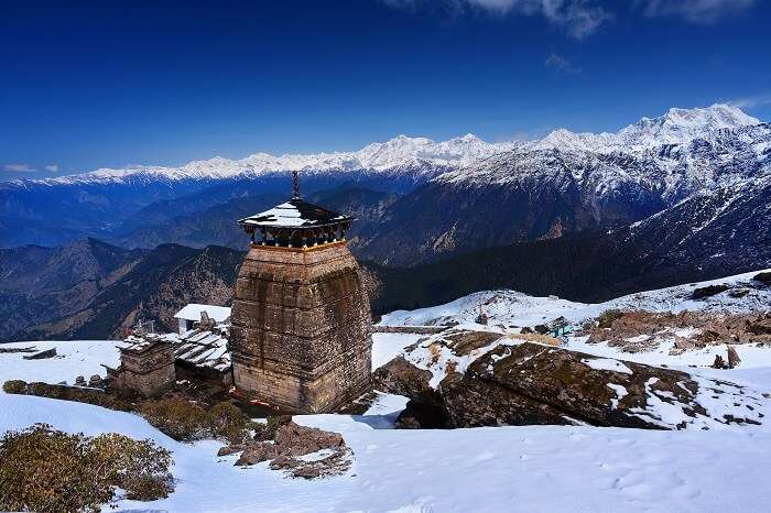 A winter snap of the snowcapped Himalayas and the Tungnath Temple in Chopta