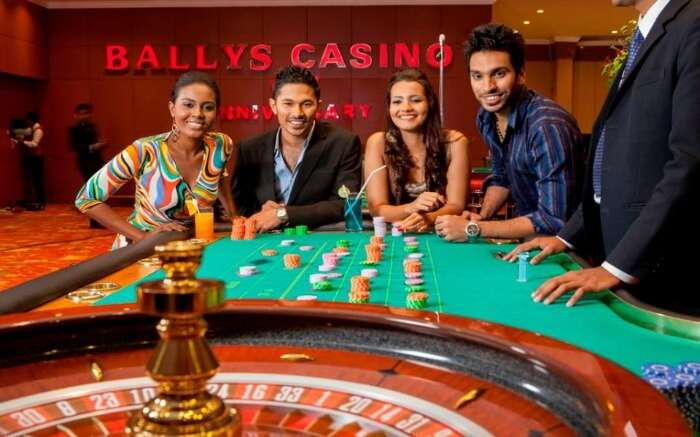 People enjoying at Ballys Casino in Colombo