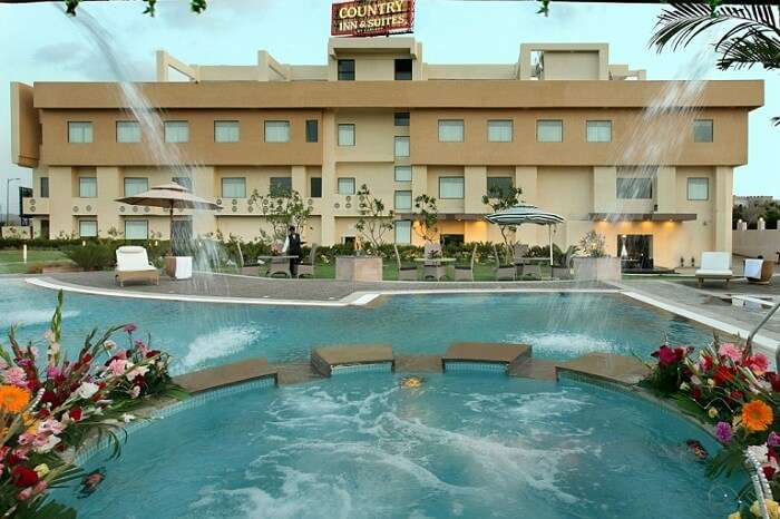 The swimming pool and hotel building at Country Inn in Ajmer