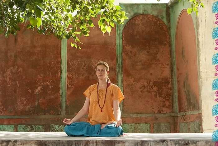 Julia Roberts meditating in an Indian temple