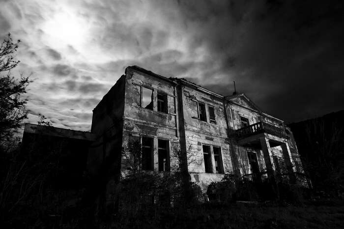 10 Real But Insanely Haunted Houses In India