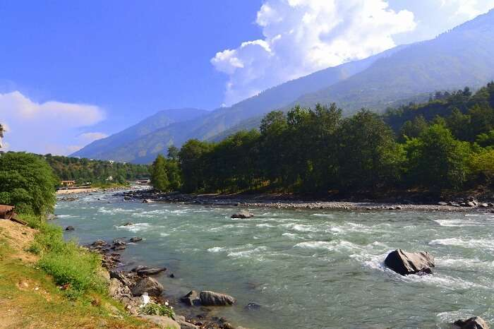 River and mountains in Manali